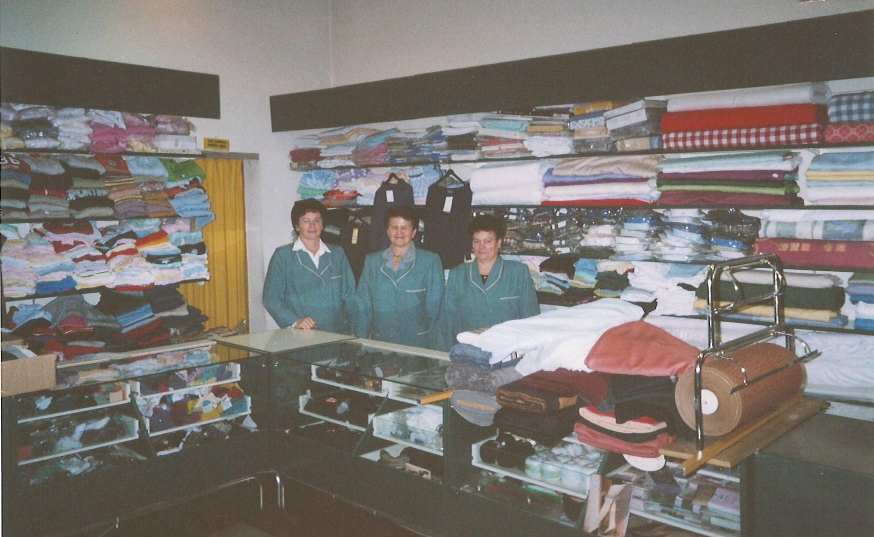 Naši umirovljenici u prodaji tekstila